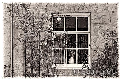 Cottage Window, Crail B+W - D700, 24-70mm