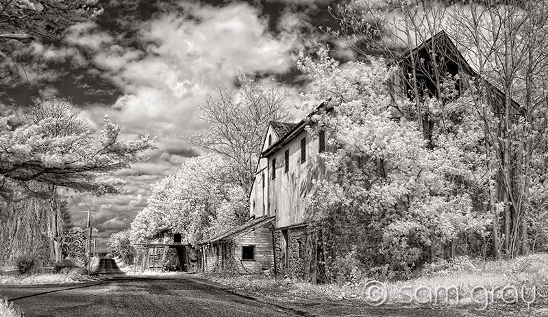 Barn on Country Road - IR, D200, 18-35mm