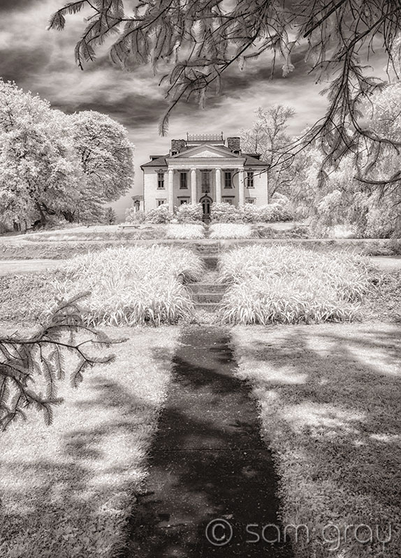 Old Mansion IR Traditional View - D200 IR converted, 18-35